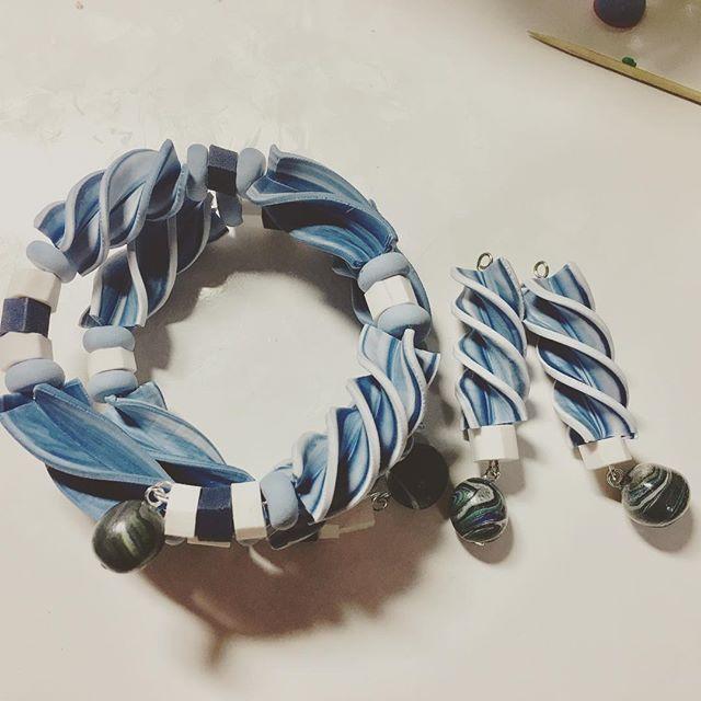 ネジネジチューブにネジネジブレスレット #polymerclaycharms #polymerclay #ポリマークレイ #ハンドメイド好きさんと繋がりたい #ハンドメイド (Instagram)